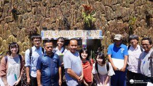 Gambar 2. Tim Chuo University dan Tim Ges bersama operator Sanimas Cijuwara (tengah)